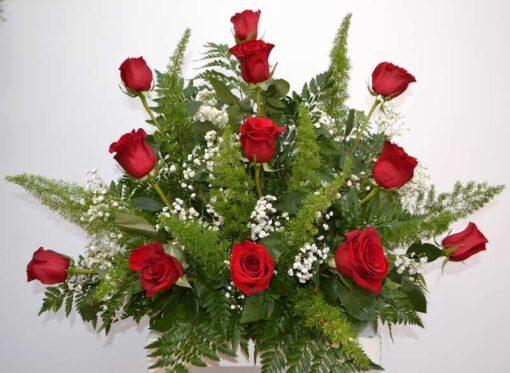Centro de rosas rojas naturales
