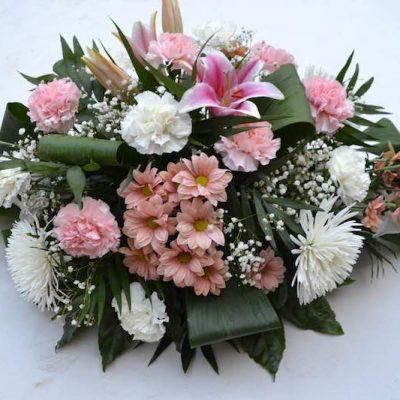 Cojin de flores mediando